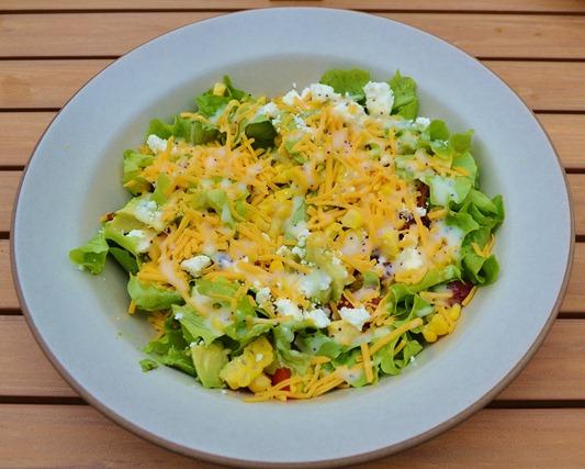 lettuce, bleu cheese dressing, shredded cheddar, corn, tomato, beef